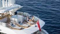 FLEUR - lifestyle photo aft deck with models